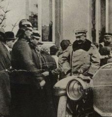 Der Kaiser in Daun im Hof des Hotel Schramm