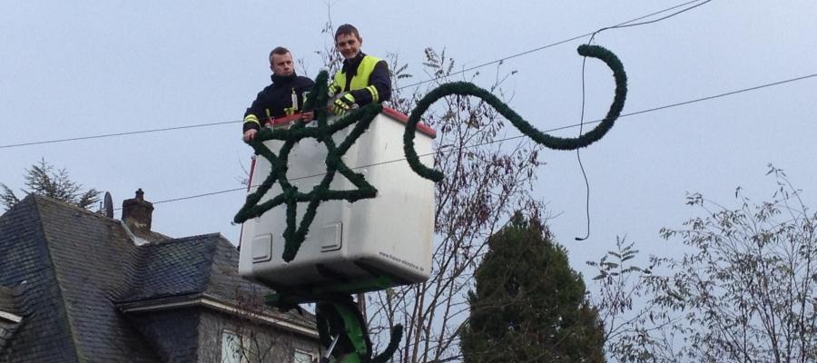 Leuchtmittel Weihnachtsbeleuchtung.Aufhängen Der Weihnachtsbeleuchtung 2017 Freiwillige Feuerwehr Daun